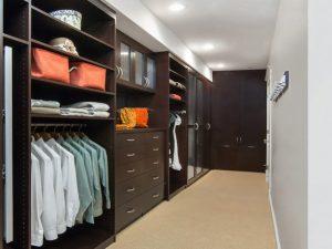 Натяжные потолки в гардеробную 1