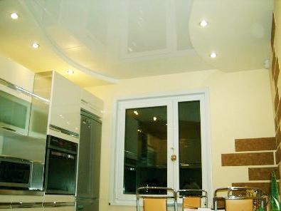 Натяжной потолок на кухне 1