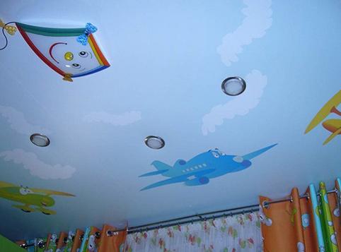 Натяжной потолок в детской комнате 2