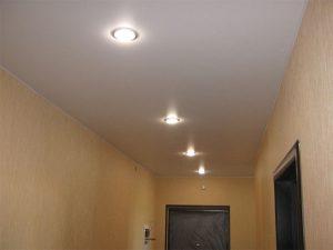 Натяжные потолки в коридор 5