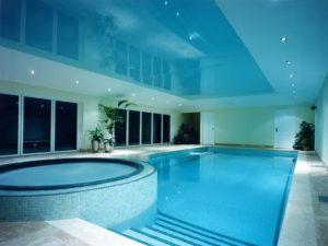Натяжные потолки в бассейн 2