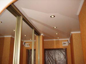 Натяжные потолки в гардеробную